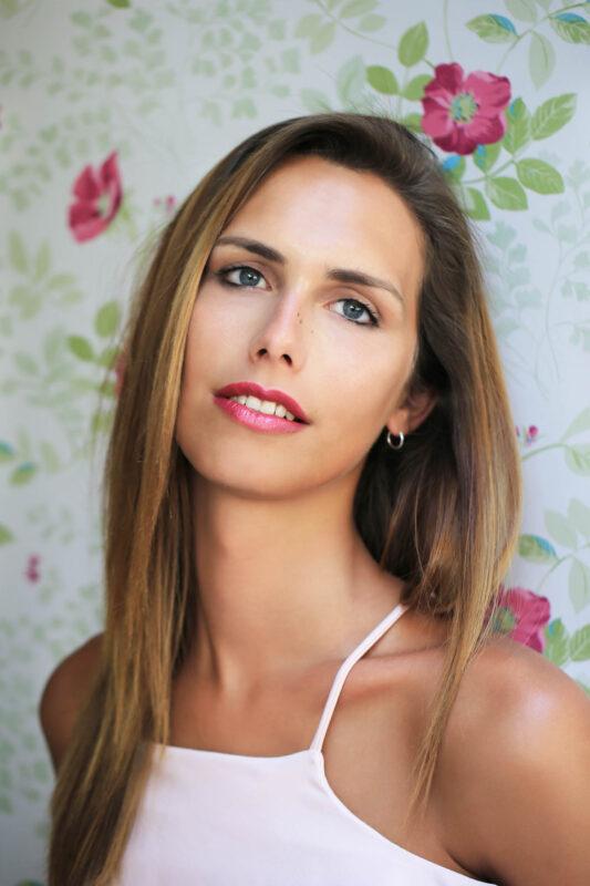 Angela Ponce mujer